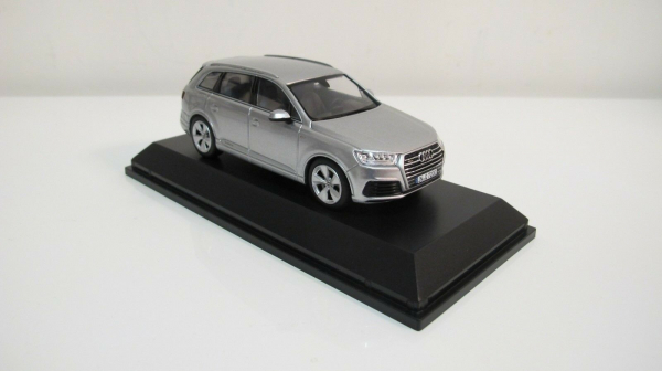 Macheta auto Audi Q7, scara 1:43 2