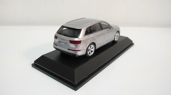 Macheta auto Audi Q7, scara 1:43 3