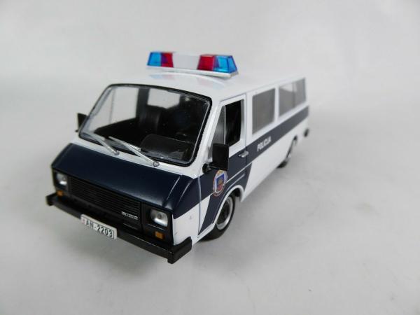 Macheta auto RAF 22038, politia letona, scara 1:43 1