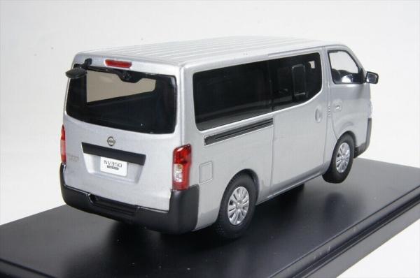 Macheta auto Nissan NV350, scara 1:43 1