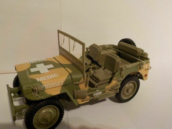 Macheta auto Jeep Willys 1941, scara 1:18 0