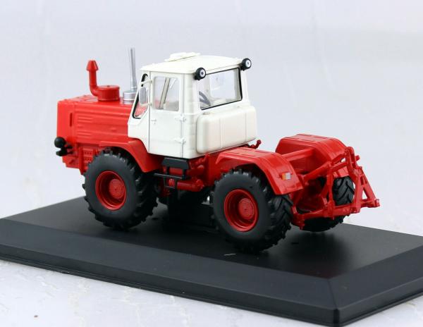 Macheta tractor T-150K Ucraina, scara 1:43 1