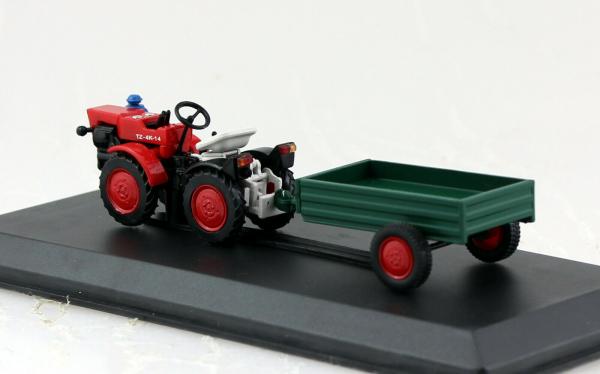 Macheta tractor TZ 4K-14 cu remorca, Cehoslovacia, scara 1:43 1