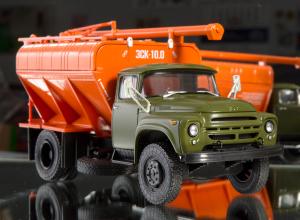 Macheta auto camion transport furaje Zil-130, scara 1:437