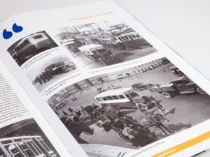 Macheta autobuz ZIS 8 cu revista, scara 1:435