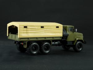 Macheta camion cu prelata KRAZ 6322, scara 1:431