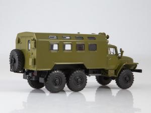 Macheta camion cu duba URAL 4320, scara 1:431