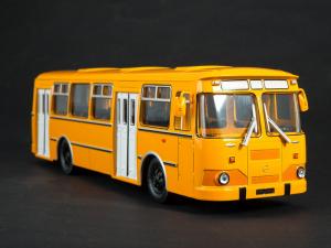 Macheta autobuz LiAZ-677M, scara 1:435