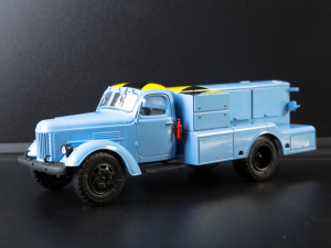 Macheta auto camion demaror avioane APA-35-2 (Zil 164), scara 1:433