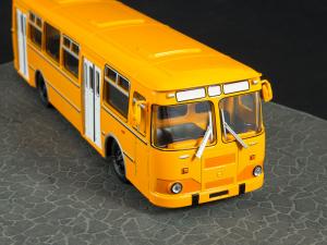 Macheta autobuz LiAZ-677M, scara 1:436