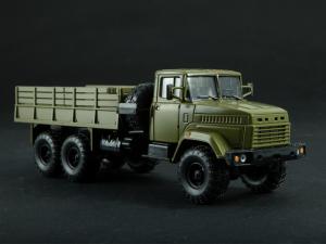 Macheta camion cu prelata KRAZ 6322, scara 1:434