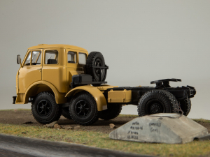 Macheta cap tractor MAZ 520, scara 1:434