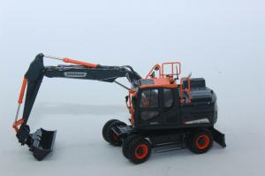 Macheta excavator pe pneuri Doosan DX160W, scara 1:500