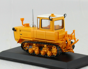 Macheta tractor DT-175M, Rusia, scara 1:431