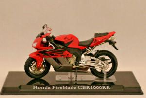 Macheta motocicleta Honda Fireblade CBR1000RR, scara 1:241