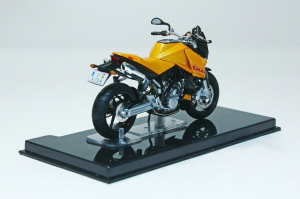 Macheta motocicleta KTM LC8 Duke, scara 1:242