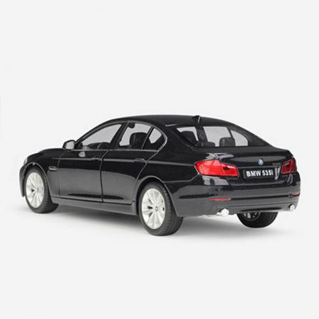 Macheta BMW 535i (F10), scara 1:242