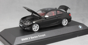 Macheta auto BMW 2ER coupe F22, scara 1:433