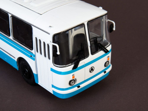 Macheta autobuz LAZ 695-N, scara 1:434