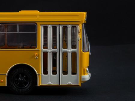 Macheta autobuz LAZ-4202, scara 1:435