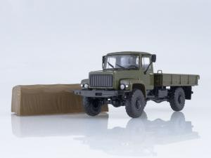 Macheta camion cu prelata GAZ-3308, scara 1:432