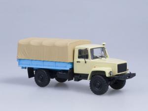 Macheta camion cu prelata GAZ 33081 4x4, scara 1:431
