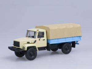 Macheta camion cu prelata GAZ 33081 4x4, scara 1:430
