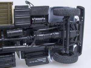 Macheta camion cu prelata GAZ 3309, scara 1:433