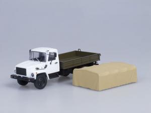 Macheta camion cu prelata GAZ 3309, scara 1:432