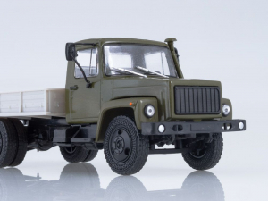 Macheta camion cu prelata GAZ-3309, scara 1:432
