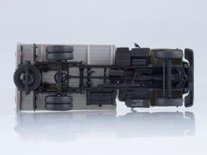 Macheta camion cu prelata GAZ-3309, scara 1:434