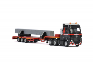 Macheta camion Mercedes Actros MP4 cu trailer telescopic si grinda, scara 1:871