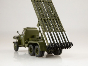 Macheta camion Studebaker cu lansator de rachete BM-13  Katiusa, scara 1;433