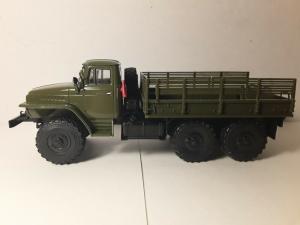 Macheta camion Ural375D, scara 1:432
