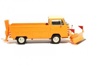 Macheta camioneta Volkswagen Transporter T2a cu plug si sarArita, scara 1:432