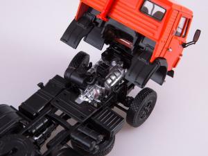 Macheta cap tractor Kamaz 54112 cu siloz de faina, scara 1:434
