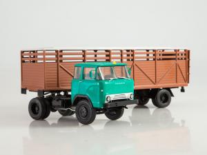 Macheta cap tractor KAZ 698 cu semiremorca transport animale ODAZ 857B, scara 1:43 [3]