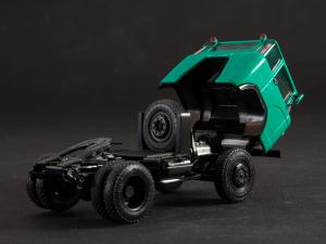 Macheta cap tractor KAZ 698 cu semiremorca transport animale ODAZ 857B, scara 1:43 [9]