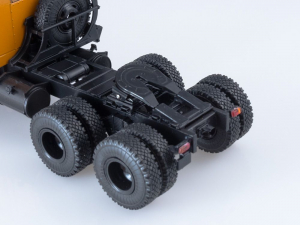 Macheta cap tractor Kraz 258B1, scara 1:433