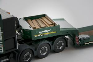 Macheta camion Scania 164C 8x4 cu trailer Goldhofer, scara 1:503