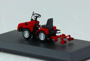 Macheta tractor MTZ-112 cu plug cultivator (rarita), Bielorusia, scara 1:431