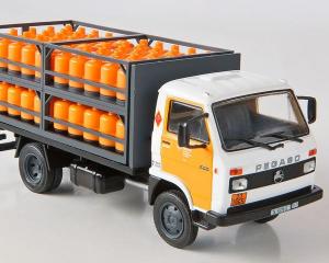 Macheta camion de butelii Pegaso Ekus, scara 1;43 [1]