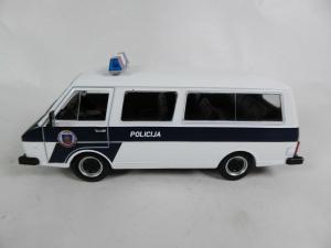 Macheta auto RAF 22038, politia letona, scara 1:430