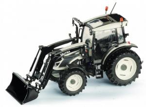 Macheta tractor Valtra A104 cu incarcator, scara 1:32 [0]