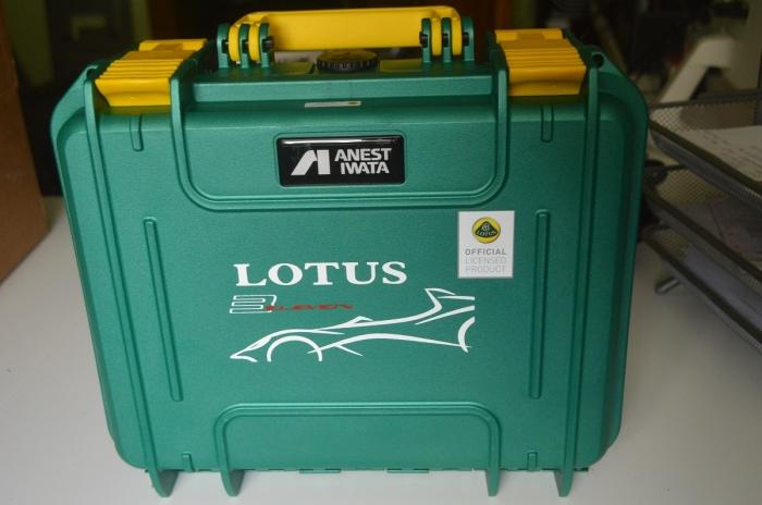 Pistol de vopsit Anest Iwata Pininfarina Lotus 3, pachet Master Kit, duza ø 1,3 mm ETS, cana 600 ml, regulator presiune AFV-2 10