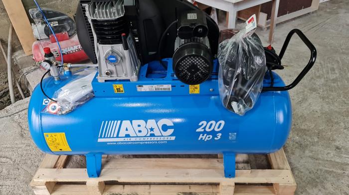 Compresor aer cu piston lubrifiat 200 litri ABAC 1