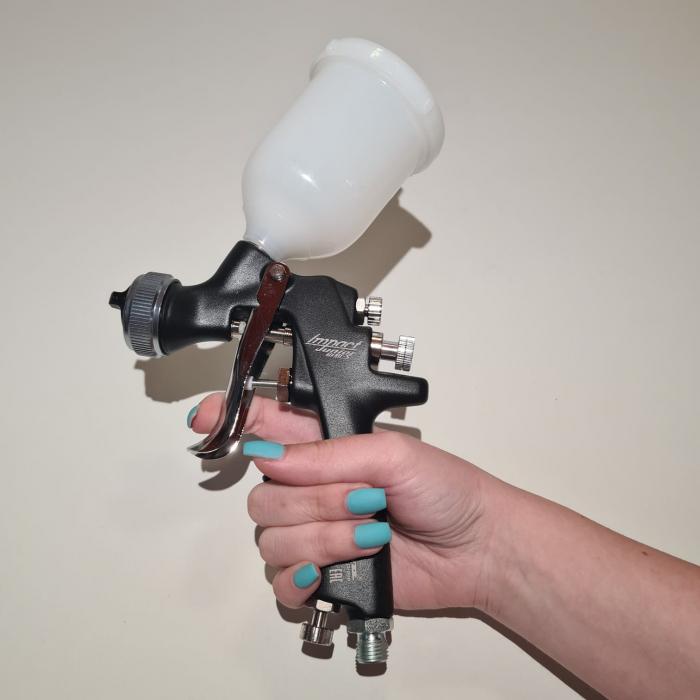 Pistol de vopsit pentru retus, Anest Iwata AZ4 - HTE Impact Junior Air Gunsa, cupa plastic 200 ml, duza 0.8 - 1.8 mm, consum aer 50 - 275 l/min [4]