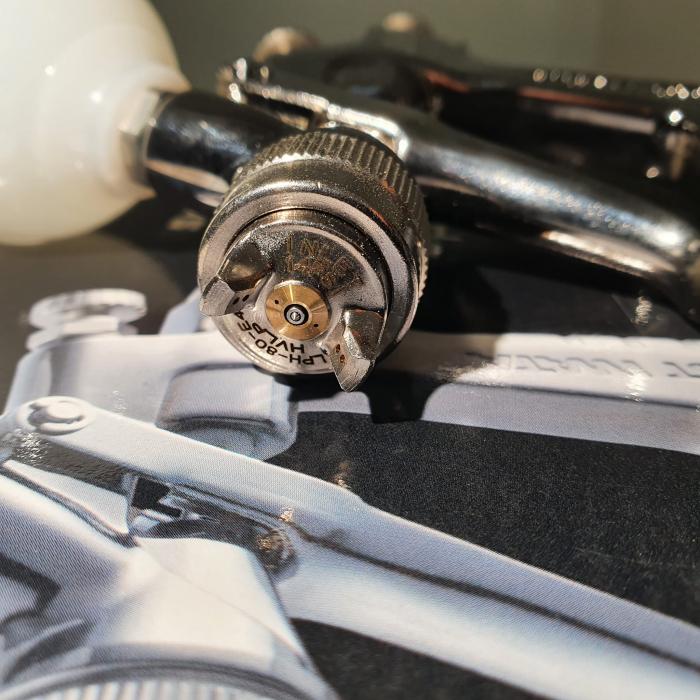 Pistol de vopsit pentru retus, Anest Iwata LPH-80, cupa plastic 70 ml, duza 0.6 - 1.2 mm, consum aer 60 l/min [10]