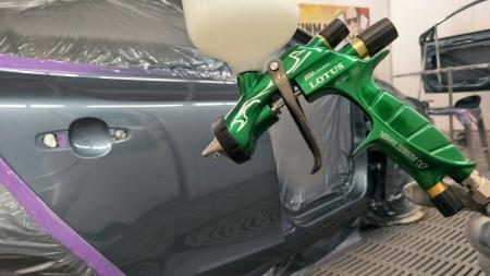 Pistol de vopsit Anest Iwata Pininfarina Lotus 3, pachet Master Kit, duza ø 1,3 mm ETS, cana 600 ml, regulator presiune AFV-28