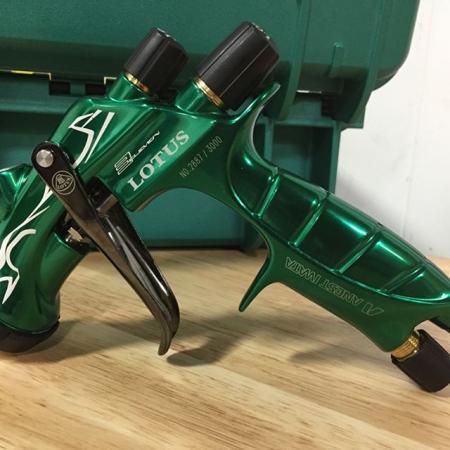 Pistol de vopsit Anest Iwata Pininfarina Lotus 3, pachet Master Kit, duza ø 1,3 mm ETS, cana 600 ml, regulator presiune AFV-24